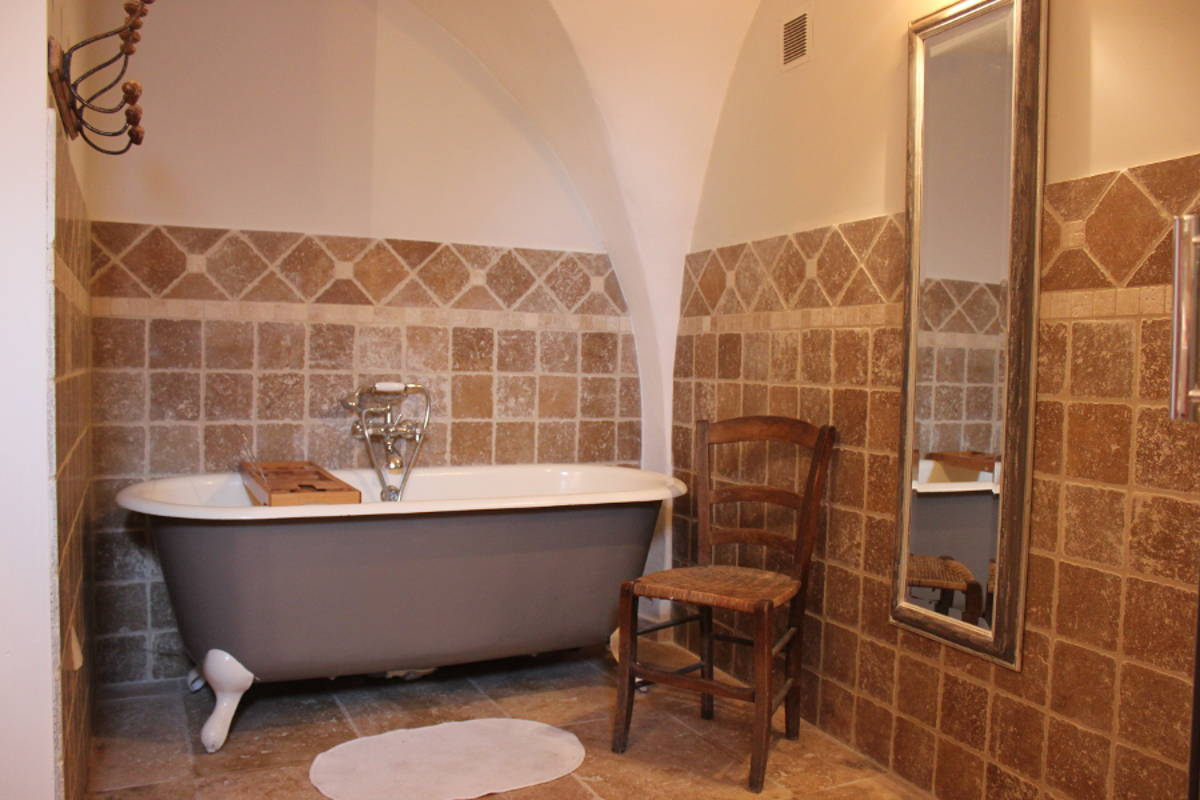 Gite Léoux - Salle de bains - Baignoire