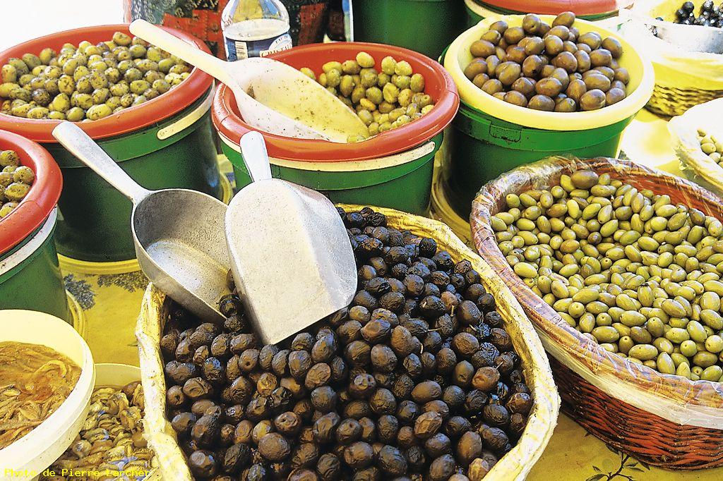 Gite Léoux - Marché aux olives noires - AOP Nyons