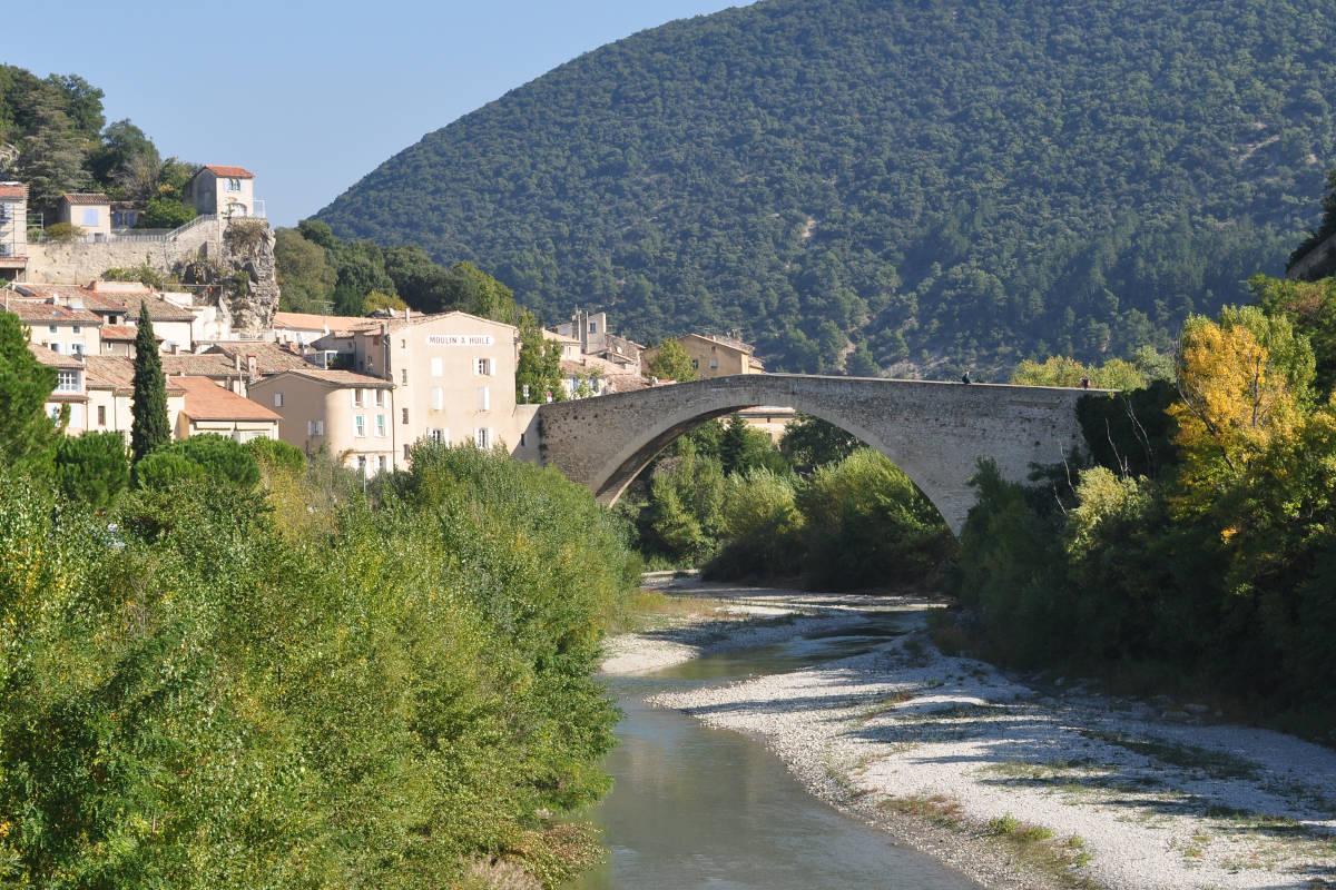 Gite Léoux - Pont roman de Nyons - Ville parmie les plus beaux détours de France